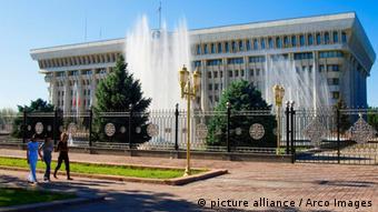 Здание киргизского парламента в Бишкеке