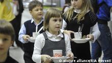 Children in school ¹1233 during lunch in the school cafeteria. picture alliance / RIA Novosti