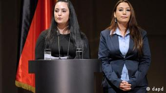 Semiya Simsek (r.) and Gamze Kubasik, whose fathers were murdered by the NSU, speaking at the memorial service in Berlin on 23 February 2012 (c) dapd