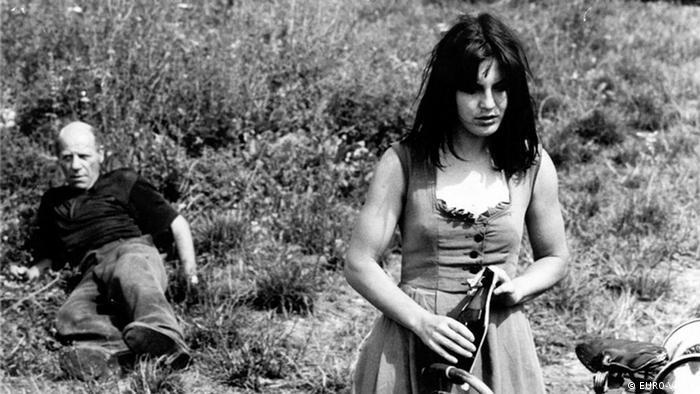 Szene aus dem Film Jagdszenen aus Niederbayern mit Angela Winkler (Foto: Copyright: EURO-Video)