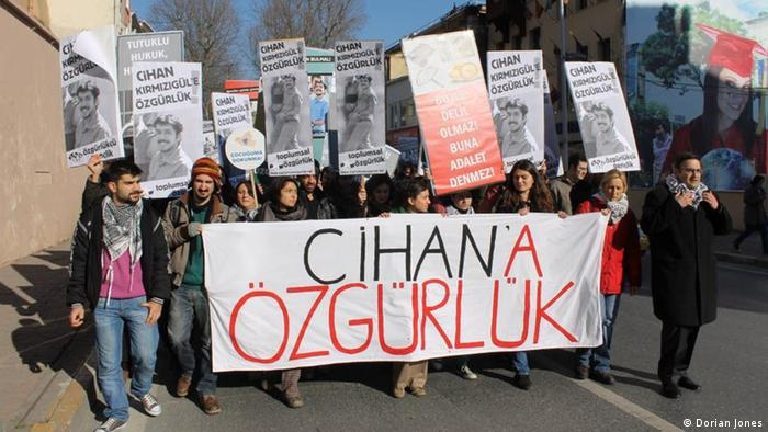 Students protesting in Istanbul against detentions of academics and students without charges