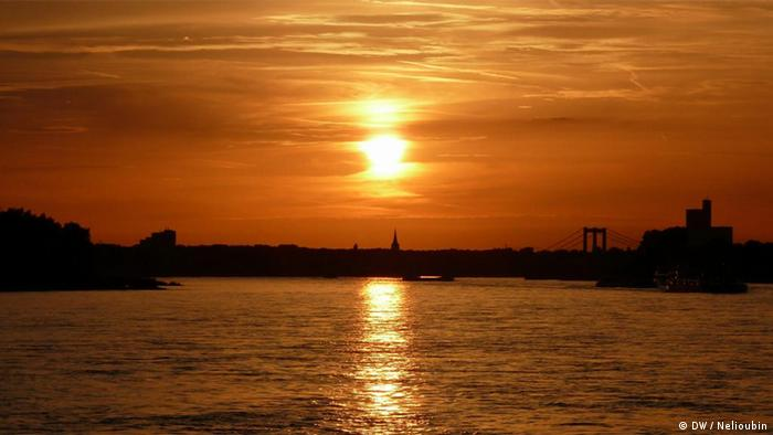 Закат над Рейном в районе Кельна
