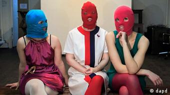 Members of the Russian radical feminist group Pussy Riot give an interview to the Associated Press in a break during their rehearsal in Moscow, Friday, Feb., 17, 2012. Members of the group stage performances against the policies conducted by Prime Minister Vladimir Putin. (Foto:Sergey Ponomarev/AP/dapd)