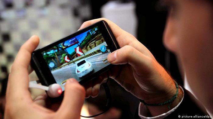 Rezultat slika za smart phone i omladina