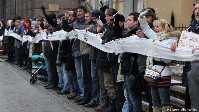 هزاران تن از مخالفان نامزدی پوتین یک هفته پیش از انتخابات در مسکو گردآمدند