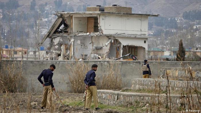 Pakistanische Soldaten stehen um die Ruine des Hauses von Osama Bin Laden in Abbottabad (Foto: rtr)