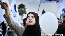 Anhänger der islamistischen Ennahda Partei demonstrieren in Tunis