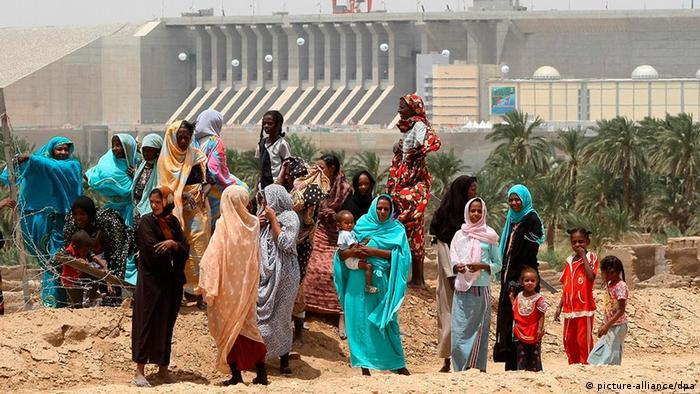 Sudan China Aufbauhilfe Bau von Straße bei Merowe Damm