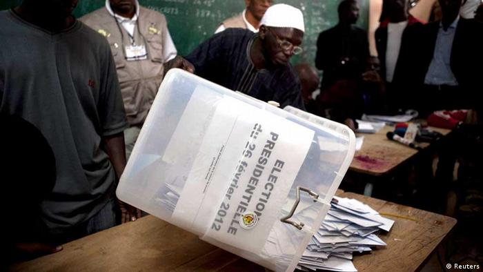 A Senegalese electoral official empties a ballot box on a table for counting during presidential elections in the capital Dakar February 26, 2012. Senegal's incumbent President Abdoulaye Wade, who is seeking to extend his 12-year rule in the West African state despite complaints he is violating term limits, was heckled by scores of voters as he cast his ballot on Sunday. REUTERS/Joe Penney (SENEGAL - Tags: POLITICS ELECTIONS)