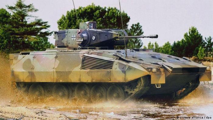 Symbolbild Waffenumsätze steigen Panzer Rüstungskonzerne Waffen (picture alliance / dpa)