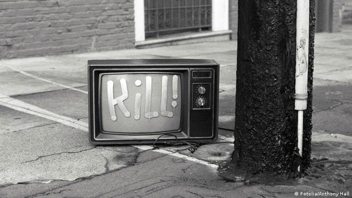 Fernseher kill Müll Abfall kaputt (Fotolia/Anthony Hall)