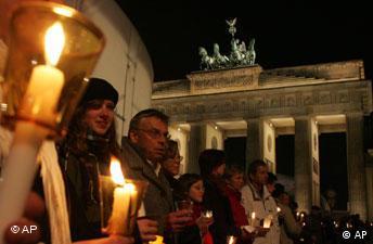 Brandenburger Tor Berlin Lichterkette Weltkrieg