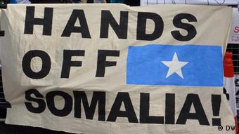 Hands off Somalia Plakat Demonstranten