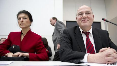 Wagenknecht und Gysi sitzen nebeneinander (Foto: Axel Schmidt/dapd)