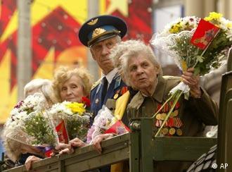 Veteranos russos nas festividades pelo fim da guerra em Moscou