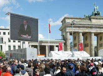 Público acompanhou discurso do presidente no telão em Berlim