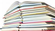 Bücher Bücherstapel Symbolbild Literaturbetrieb Literatur Verlag