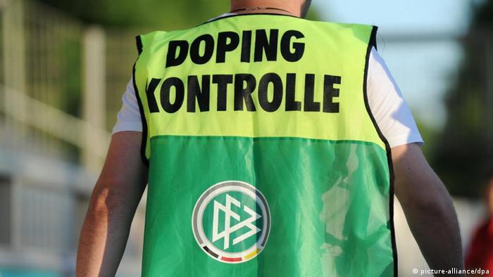 doping control officer in a German stadium Foto: Arne Dedert dpa