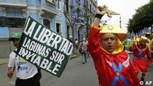 A man holds a sign that reads in Spanish: Libertad's Laguna Sur, non-viable, referring to a mining project in Peru's northern state of La Libertad, during a protest against the Conga gold and silver mining project in Lima, Peru, Thursday, Feb. 9, 2012. Around 1,500 demonstrators, led by Marco Arana, a Catholic priest and also an environmentalist leader, arrived in Lima after a 9-day march that began in Peru's northeastern state of Cajamarca, demanding the government to disapprove a $4.8 billion gold mine, which will destroy four lagoons, saying they fear it will taint their water sources. (Foto:Martin Mejia/AP/dapd)