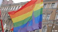 Gay-Fahne mit dem St.Petersburger Stadtbild