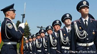 Міліціонери мають позбутися напівармійського іміджу на користь суто цивільної роботи