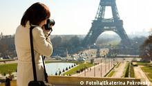 Symbolbild Fotograf Fotografin Reisefotografie Eiffelturm