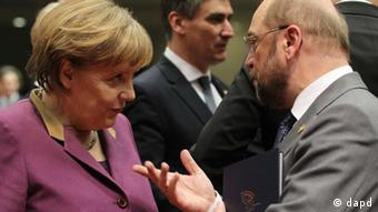 German Chancellor Angela Merkel, left, speaks with European Parliament President Martin Schultz during a round table meeting at an EU summit in Brussels on Thursday, March 1, 2012. Europe's leaders travel to Brussels on Thursday, hoping to chart the continent's way back to growth as figures show unemployment in the 17-country eurozone has spiked to its highest level since the euro was established in 1999. (Foto:Yves Logghe/AP/dapd)