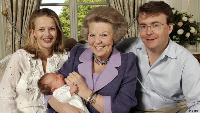 Prens Friso eşi ve annesi Kraliçe Beatrix'le birlikte