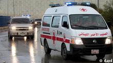 کاروان امداد سازمان صلیبسرخ جهانی منتظر ورود به محله باباعمرو در شهر حمص است