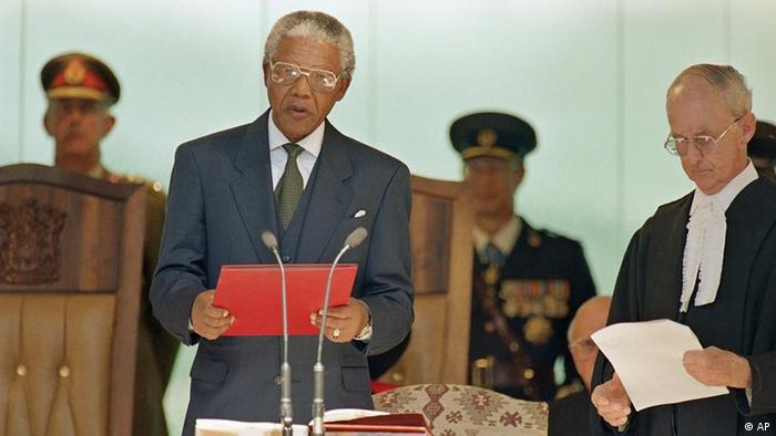 Nelson Mandela reads the oath of office Tuesday, May, 10, 1994 at the Union Building in Pretoria as he is sworn in as President of South Africa. Mandela is the first black President in the history of the republic. (ddp images/AP Photo/John Parkin)