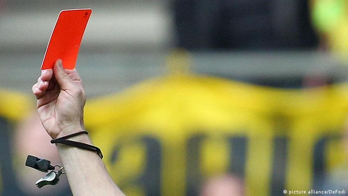 Symbolbild Rote Karte Fußball Sport