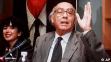 Portuguese writer Jose Saramago, accompanied by his wife Pilar del Rio, left, answers a question during a press conference in Madrid, Spain, Friday, October 9, 1998, one day after winning the Nobel prize for literature. Saramago became the first writer in Portuguese to win the prize. (AP Photo/Paul White)