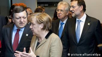 PM Spanyol Rajoy (kanan), PM Italia Monti (kedua dari kanan), Kanselir Merkel (kedua dari kiri) dan Presiden Komisi UE Barroso.