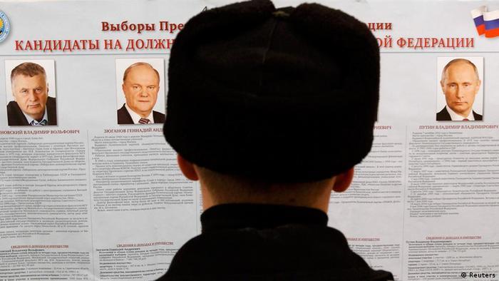 Поступают противоречивые сообщения о нарушениях на президентских выборах в России