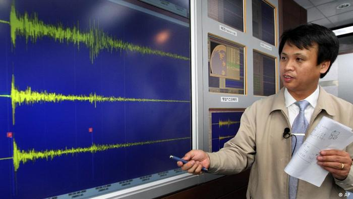 A South Korean official explains about seismic wave of North Korea's nuclear test which measured in South Korea, at National Earthquake Center in Seoul, South Korea, Monday, May 25, 2009