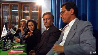 عبدالفتاح سلطانی در کنار برخی از اعضای پایهگذار کانون مدافعان حقوق بشر