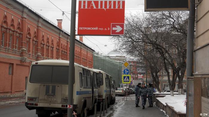Автобусы возле избирательного участка в Москве