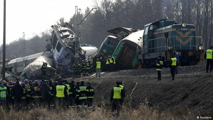 Polish emergency services work at the site of a train crash near the town of Szczekociny March 4, 2012. At least 15 people were killed when two passenger trains collided head-on in southern Poland late on Saturday in one of the country's worst train crashes in more than 20 years. The two trains carrying an estimated 350 passengers were heading in opposite directions on the same track when they crashed at high speed in a rural area near the town of Szczekociny. At least 54 people were injured. REUTERS/Peter Andrews (POLAND - Tags: DISASTER TRANSPORT)