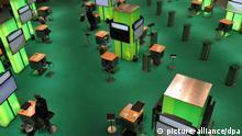 Mitarbeiter der Firma datev sitzen am Sonntag (04.03.2012) in Hannover auf dem Messegelände während des Aufbaus zur Computermesse CeBIT 2012 auf dem Ausstellungsstand an ihren Arbeitsplätzen. Vom 6. bis zum 10. März 2012 stellen mehr als 4200 Unternehmen aus 70 Ländern ihre Produkte und Neuentwicklungen auf der CeBIT 2012 in Hannover vor. Foto: Jochen Lübke dpa/lni +++(c) dpa - Bildfunk+++