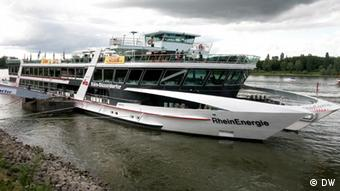 The passenger boat on the Rhine during the GMF in 2011(Photo: Copyright: DW)