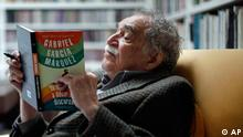 Colombia's Nobel Literature Prize laureate Gabriel Garcia Marquez reads his latest book, titled I Didn't Come Here to Make a Speech, at his home in Mexico City, Monday, Nov. 1, 2010. The compilation of his speeches about politics, literature and other topics, was presented in Mexico City last Thursday. (ddp images/AP Photo/Miguel Tovar)