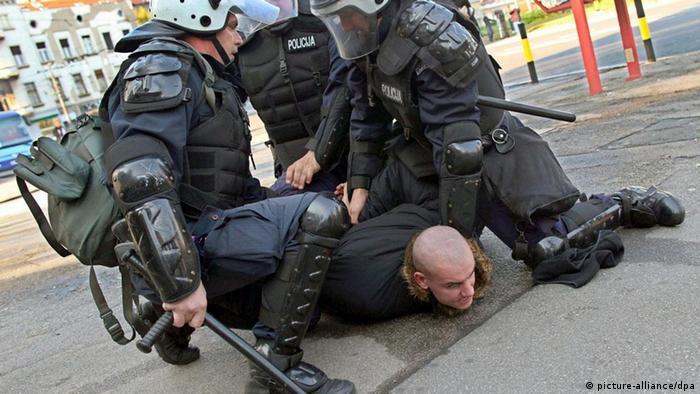 Policija drži nasilnika