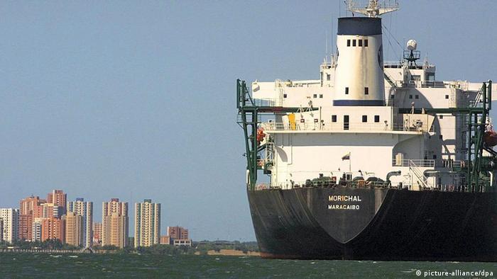 Венесуэльский нефтяной танкер, фото из архива
