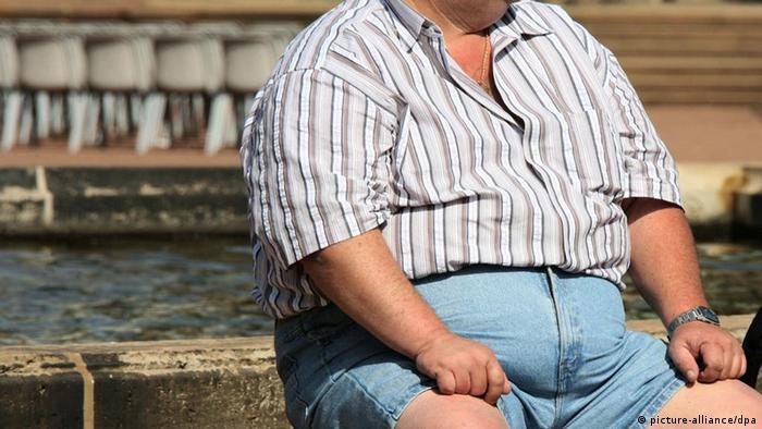 Symbolbild Fettleibiger Mann Adipositas Diabetes