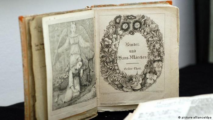Первый том второго издания Детских и семейных сказок
