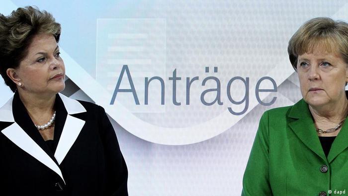 Bundeskanzlerin Angela Merkel (CDU, r.) und die brasilianische Präsidentin Dilma Rousseff auf der CeBIT 2012 in Hannover (Foto: dapd)