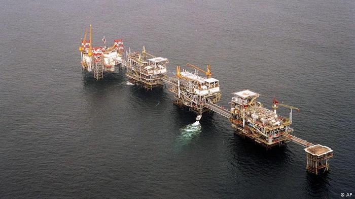 Plataformas de produção de petróleo na costa de Cabinda