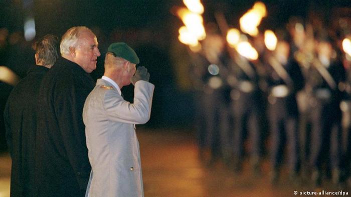 Großer Zapfenstreich für Helmut Kohl 1998