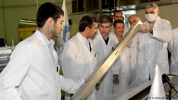 Президент Ирана Ахмадинежад в ядерном исследовательском центре