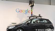 ARCHIV - Ein Fahrzeug des Google-Projekts «Street View» steht am 01.03.2010 auf dem CeBIT-Stand von Google auf dem Messegelände in Hannover. Im Streit um Geo-Datendienste wie Google Street View hat die Bundesregierung der Wirtschaft eine Frist gesetzt, um selbst Regeln für den Schutz der Betroffenen vorzulegen. Der «Datenschutz-Codex» soll bis zum IT-Gipfel der Bundesregierung am 7. Dezember 2010 erstellt werden, sagte Bundesinnenminister de Maiziere (CDU) am Montag (20.09.2010) nach einem Spitzengespräch mit Vertretern der Branche in Berlin. Wichtig sei, dass eine «rote Linie» nicht überschritten werde. Foto: Peter Steffen dpa/lni +++(c) dpa - Bildfunk+++ Schlagworte Wirtschaft, Internet, Datenschutz, google street view